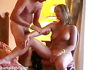hawt milf gives tugjob whilst she receives